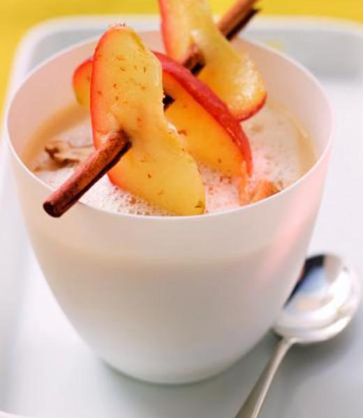 Schuhbecks Sellerie-Suppe mit Zimt-Apfel und Walnüssen