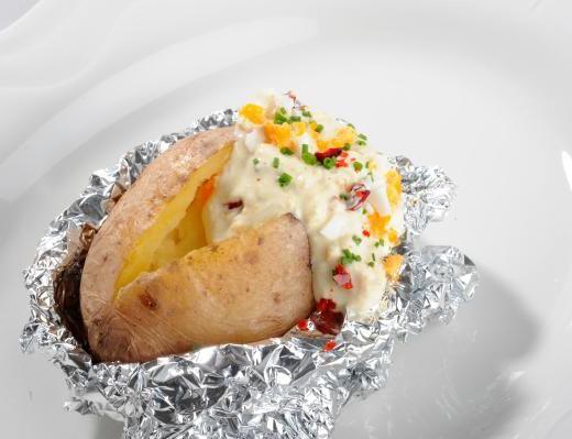 Ofenkartoffel mit Gewürzquark und Ei