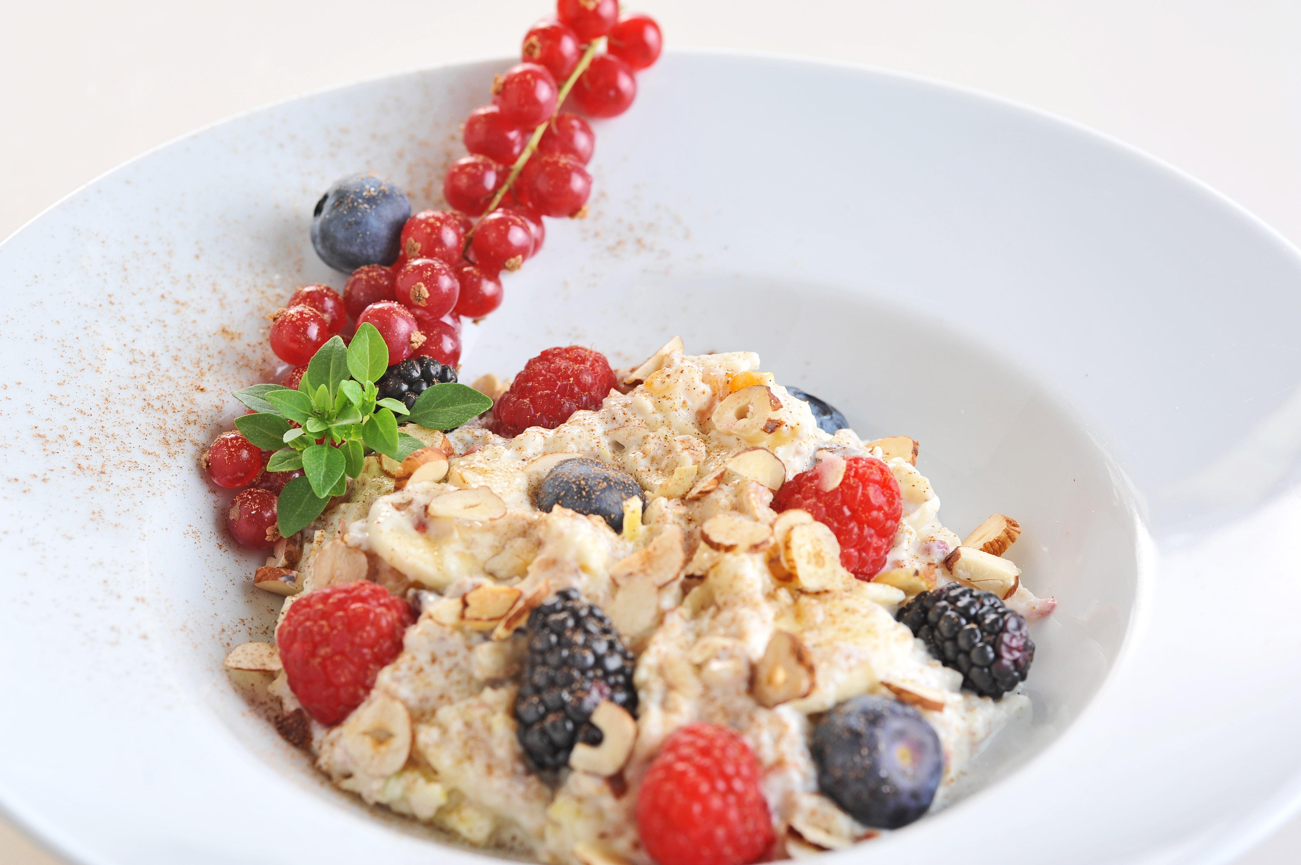 Apfel-Beeren-Müsli mit Joghurt