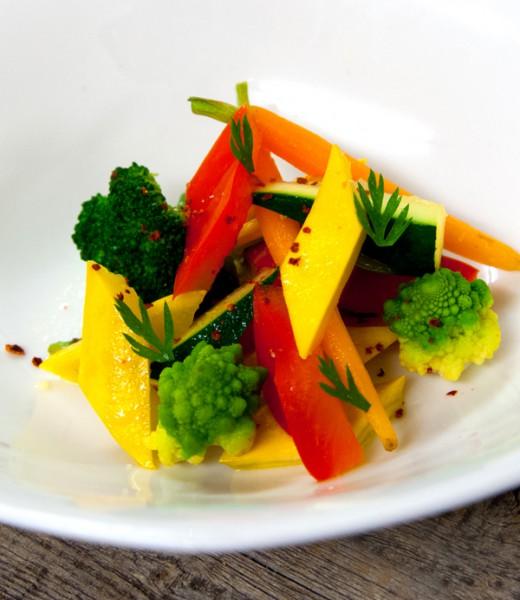 Gebackenes Gemüse mit Forellensauce
