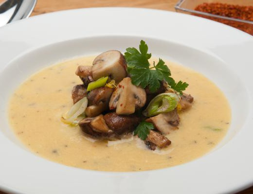 Kartoffelsuppe mit Pilzgröstl