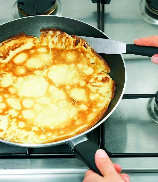 Pfannkuchen mit Nougatcreme gefüllt