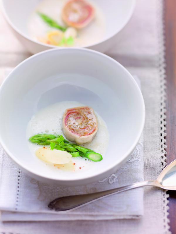 Spargelgangerl mit Spanferkel-Sauerkraut-Roulade