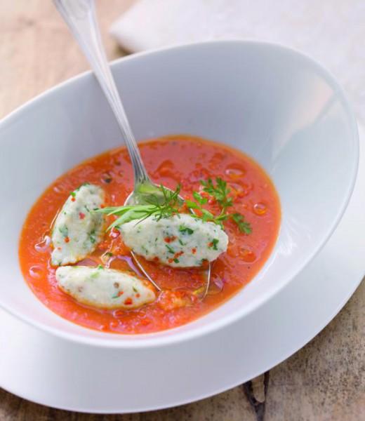 Tomaten-Karotten-Suppe mit Bergkäse-Kräuter-Nockerln