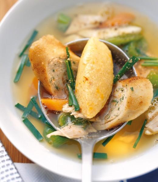 Safrangrießnockerl auf Pfifferling-Spargel-Gemüse