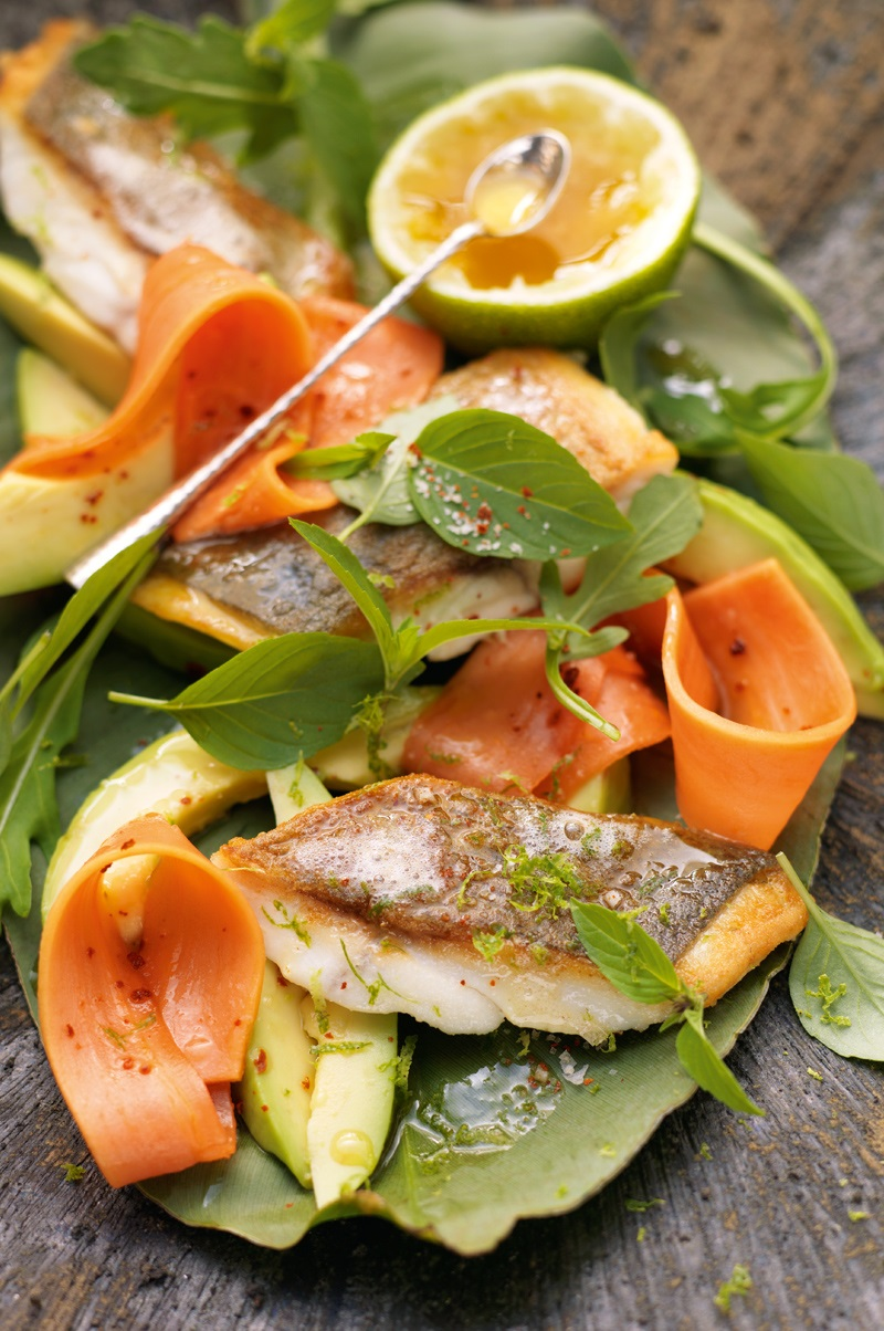 Avocado-Papaya-Salat mit Goldbrasse