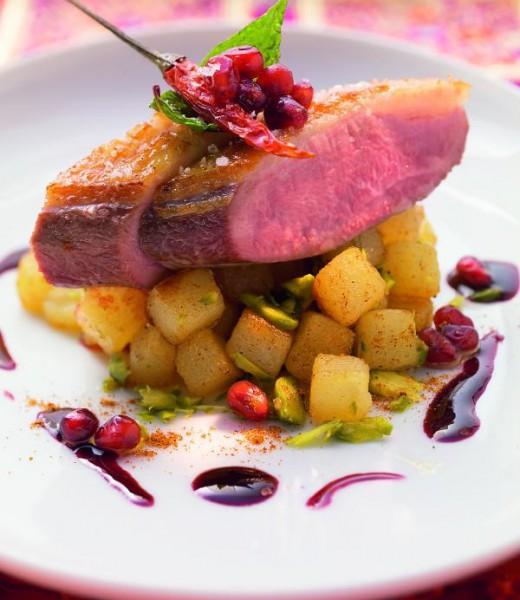 Barbarie-Entenbrust mit Pistazien-Kartoffeln und Rotwein-Granatapfel-Butter