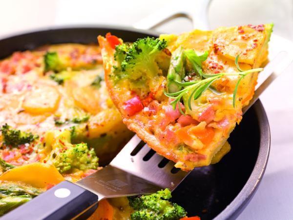 Bauernomelett mit Kartoffeln und Gemüse