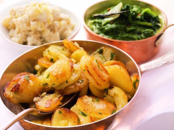 Bratkartoffeln, Rahmspinat und Semmelkren für Tafelspitz