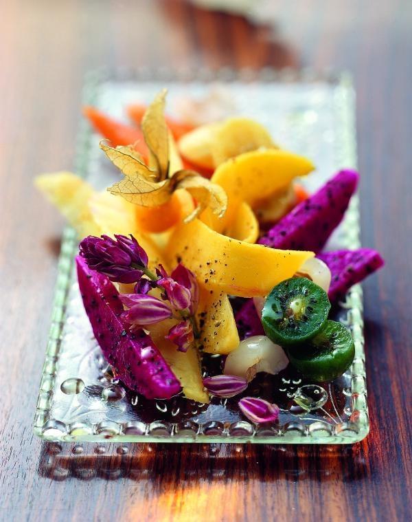 Bunte Früchte mit Olivenöl und Szechuan-Pfeffer
