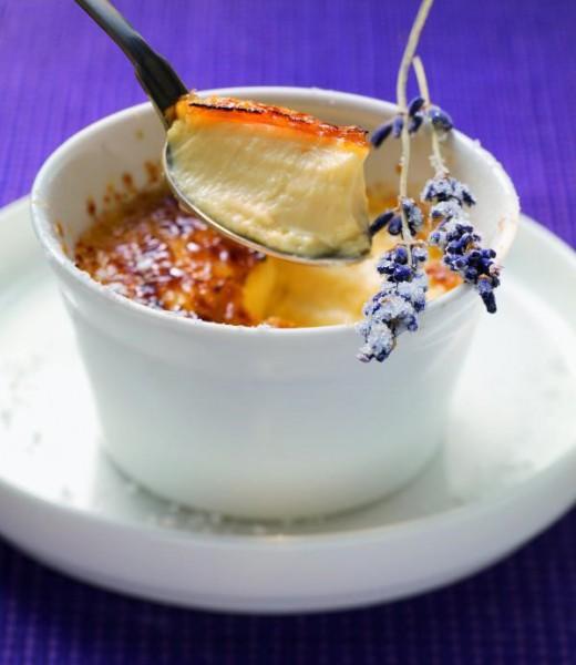 Crème brulée mit Lavendel und Fenchel