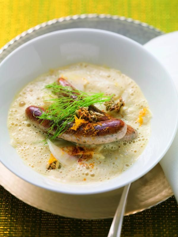 Fenchel-Curry-Suppe mit Rostbratwürsteln