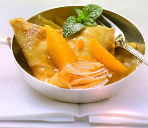 Flambierte Crêpes mit Orangenragout