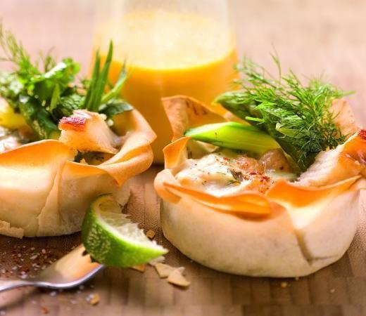 Forellenstrudel auf Ingwer-Karotten-Sauce mit Räucheraal