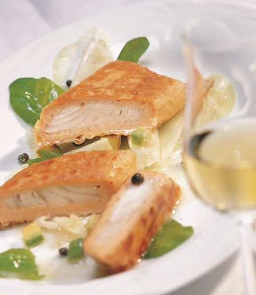 Gebratene Lachs-Zander-Strudel mit Honig-Senf-Dill-Sauce