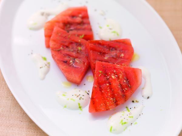 Gegrillte Melone mit schwarzem Pfeffer
