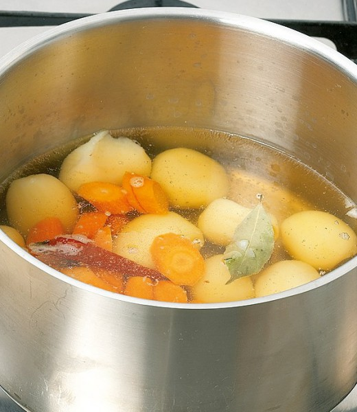 Gemüsesuppe mit Weißkohl und Champignons