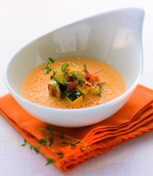 Geräucherte Paprikasuppe mit Grillgemüse