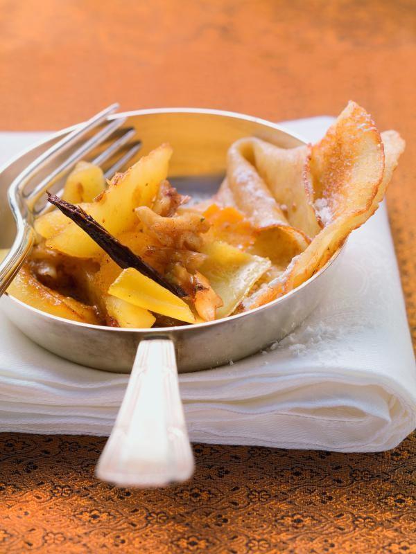 Gewürzäpfel mit Walnüssen auf Buttermilchpfannkuchen