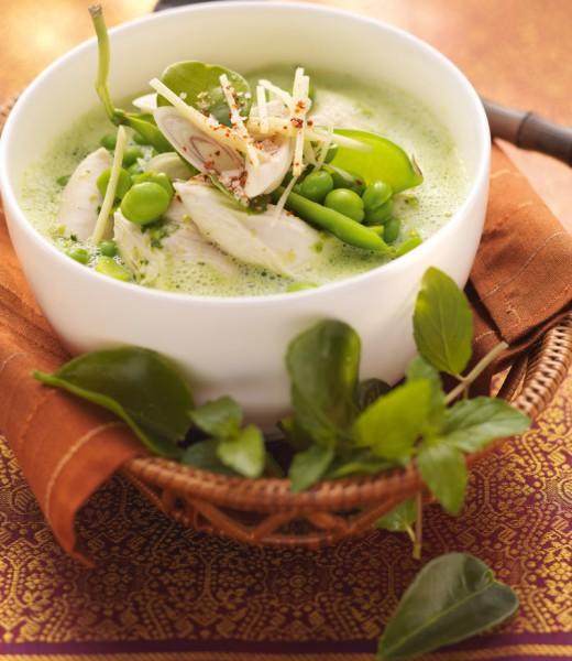 Grünes Erbsen-Minze-Curry mit Hähnchenbrust