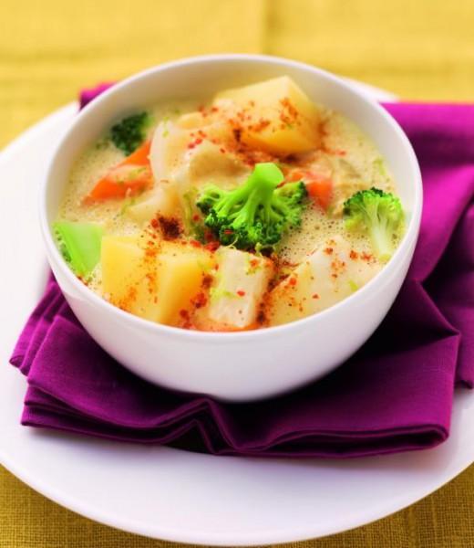 Indisches Gemüsecurry mit Brokkoli, Kartoffeln und Mango