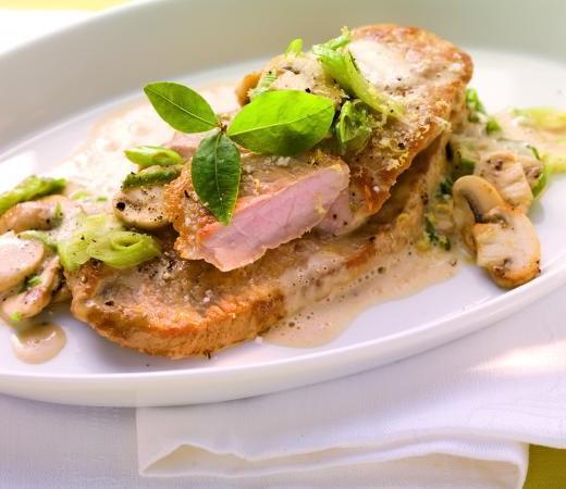 Kalbsrahmschnitzel mit Champignongemüse