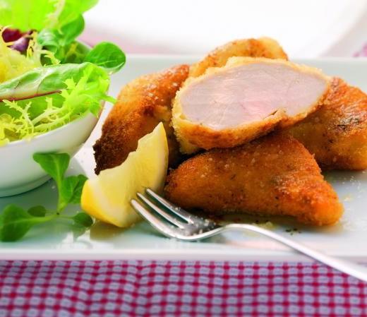 Kräuterbackhendl mit Blattsalat