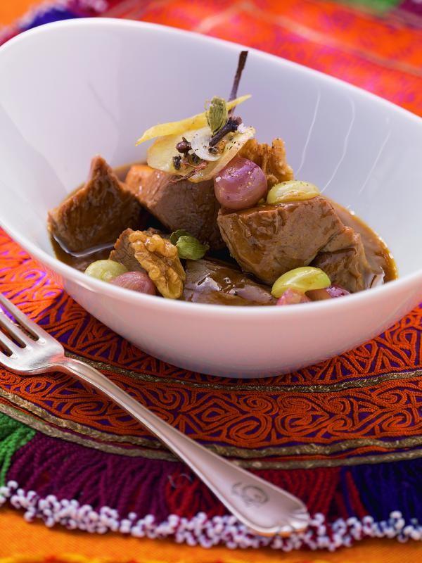 Lammragout mit Trauben und Walnüssen