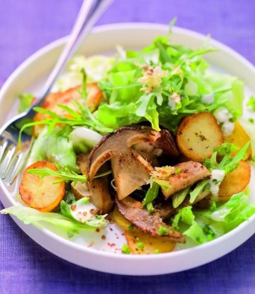 Lauwarmer Bratkartoffelsalat mit Steinpilzen und Kümmel