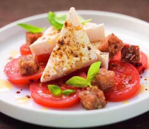 Lauwarmer Feta auf gebratenen Tomaten