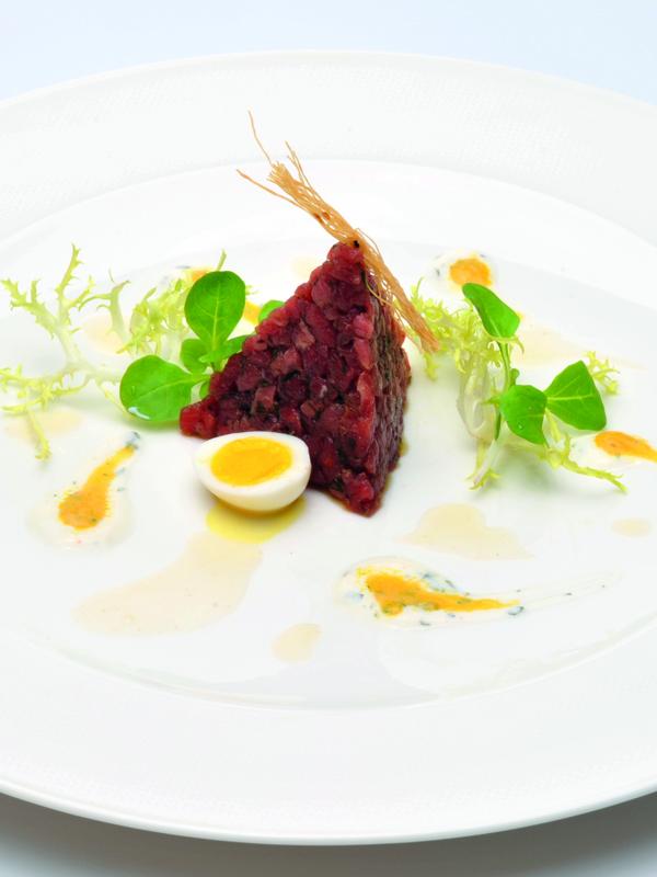 Mamma mia: Rindertatar mit Kartoffel-Rucola-Sauce