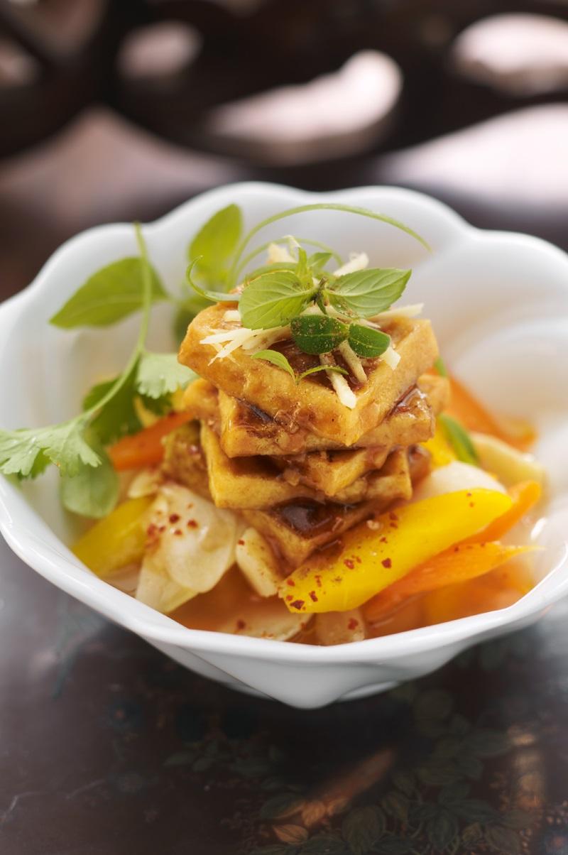 Mariniertes Wurzelgemüse mit gebratenem Fünfgewürz-Tofu