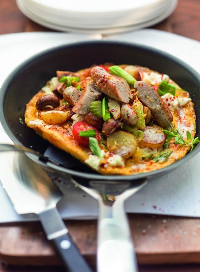 Offene Omeletts mit Gemüse-Würstel-Gröstl