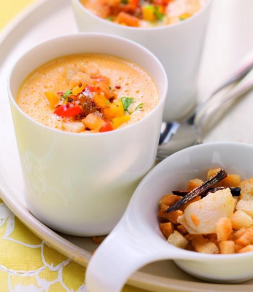 Paprika-Kürbis-Suppe mit Knoblauch-Croûtons