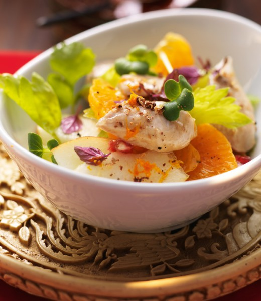 Perlhuhnbrust auf Mandarinen-Sellerie-Salat mit Granatapfel