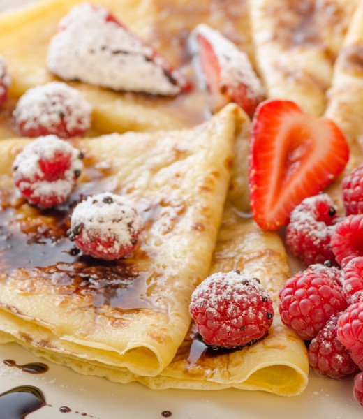 """Pfannkuchen """"Kolosseum"""" mit flambierten Früchten"""