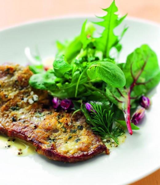 Rinderlende mit Thymian-Senf-Kruste und Kräutersalat