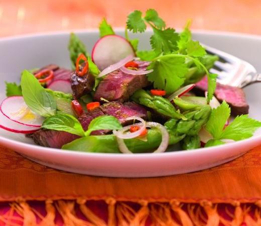 Rindfleischsalat auf bayerisch-thailändische Art