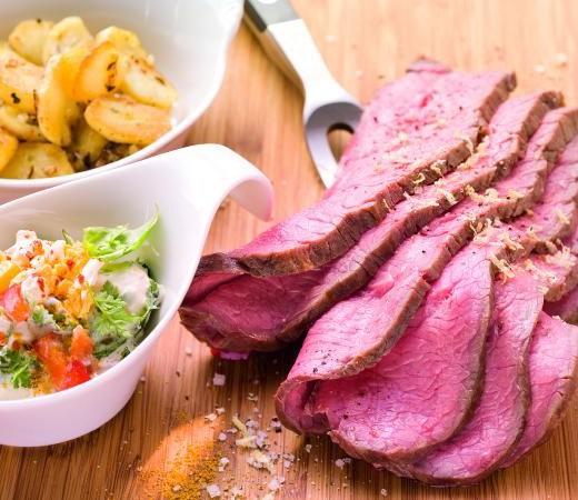 Roastbeef mit Bratkartoffeln und Paprika-Mais-Remoulade