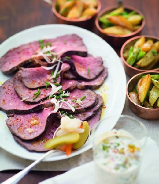 Roastbeef mit Remoulade und Kartoffelspalten