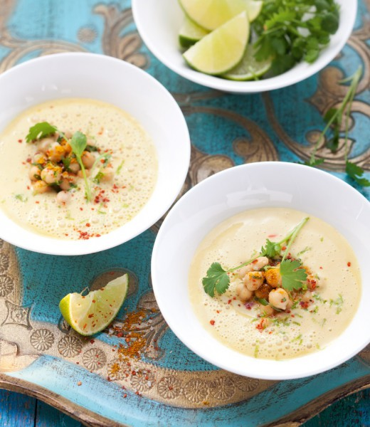 Scharfe Mango-Biryani-Suppe mit Kichererbsen