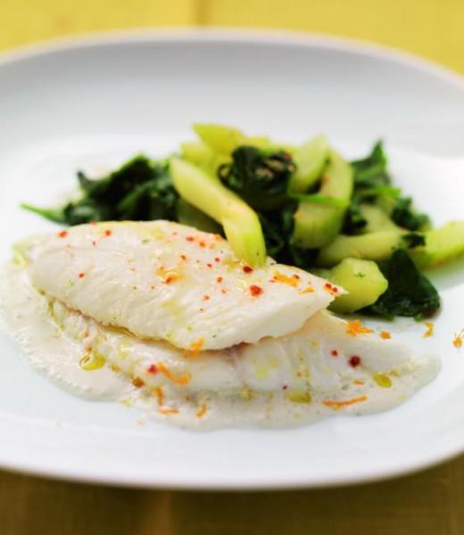 Schellfisch auf Gurken-Spinat-Gemüse mit Senfdip