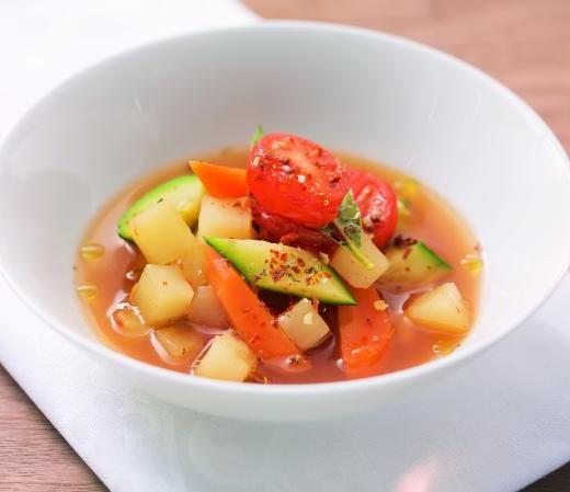 Minestrone mit Olivenöl und Chili