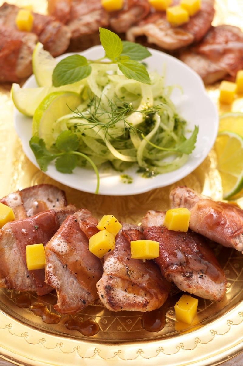 Schweinefilets auf Zwiebel-Minze-Salat
