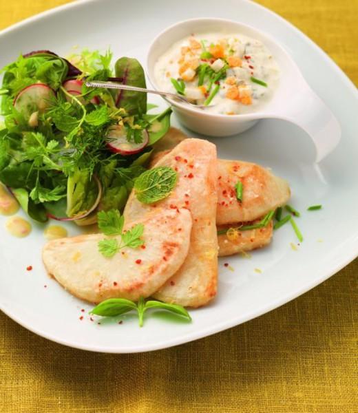 Sellerieschnitzel mit Buttermilchremoulade und Kräutersalat
