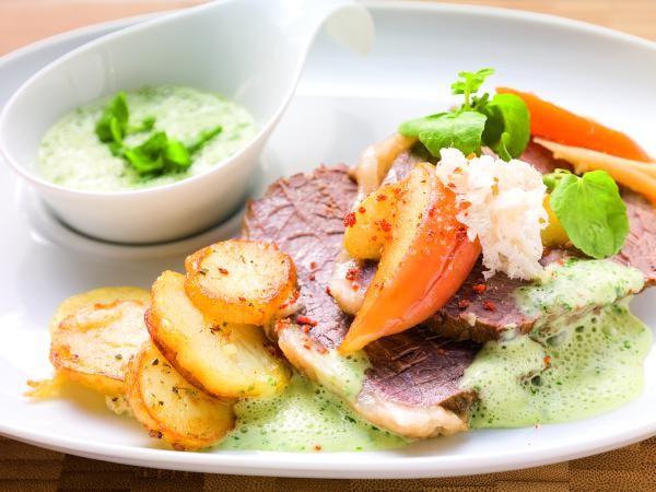 Tafelspitz mit Bratkartoffeln und Kressesauce