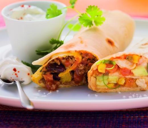 Zweierlei Burritos mit Rind-Bohnen- und Huhn-Gemüse-Füllung