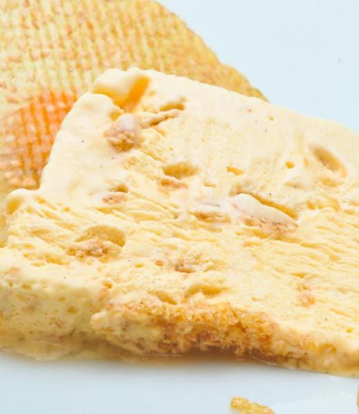 Lavendel-Krokant-Parfait mit Honig und Pistazien