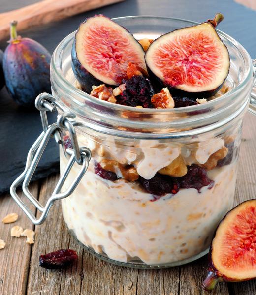 Cranberry-Porrigde mit Feigen