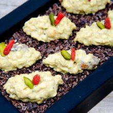 Weiße Schoko-Crunchies mit Maracuja-Öl